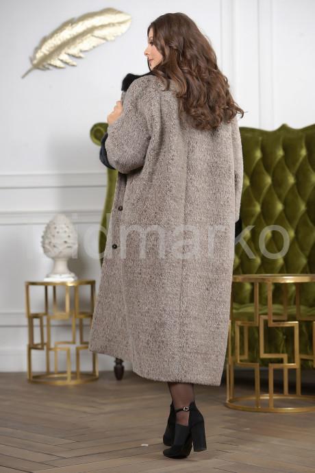 Женское пальто больших размеров с отделкой из меха норки