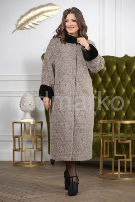 Купить Женское пальто больших размеров с отделкой из меха норки в Москве и Санкт-Петербурге