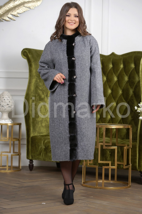 Женское пальто больших размеров