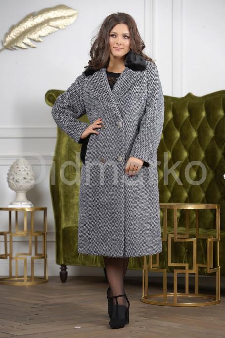 Деловое двубортное женское пальто