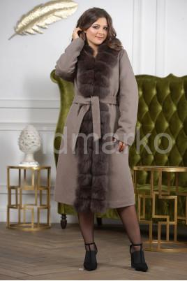 Женское пальто больших размеров с меховой опушкой