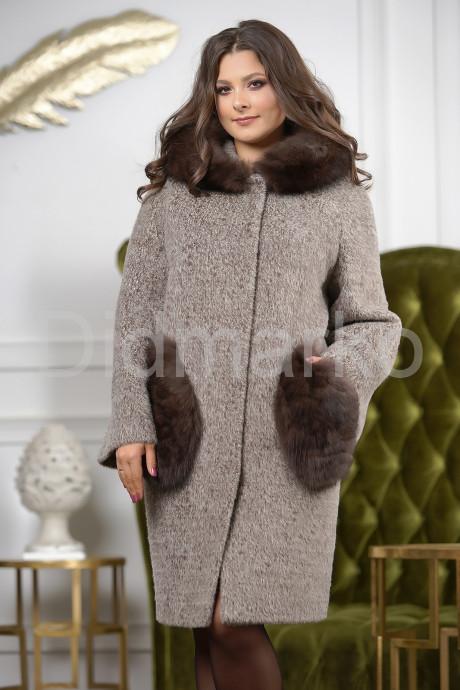 Купить Стильное пальто с меховыми карманами в Москве и Санкт-Петербурге