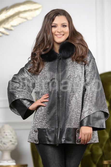 Купить Женская замшевая куртка с капюшоном в Москве и Санкт-Петербурге