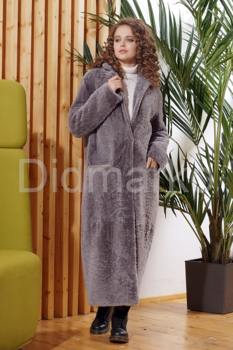 Нежное длинное пальто из овчины