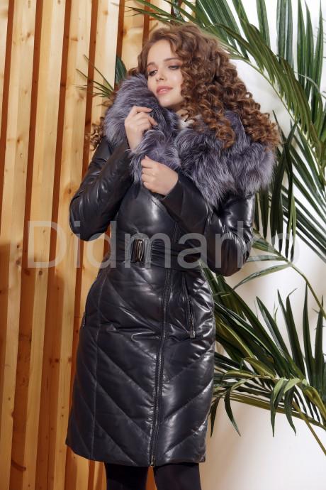 Красивый кожаный пуховик темно-синего цвета