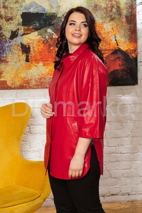 Удлиненная кожаная женская куртка красного цвета