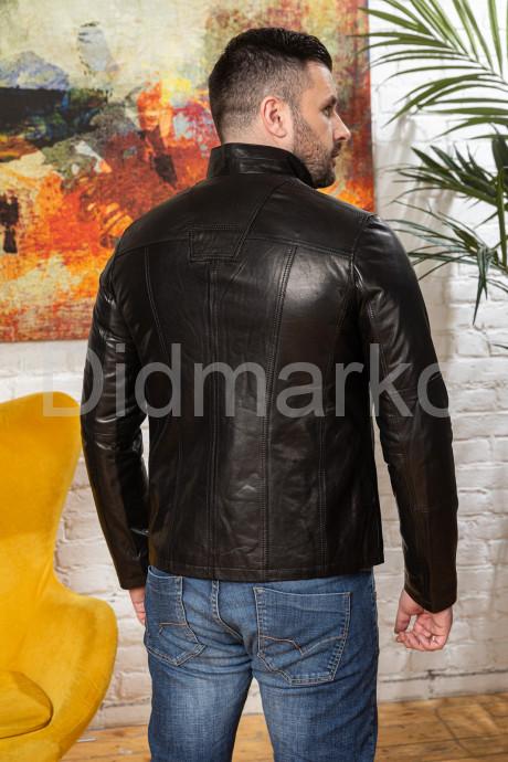 Короткая мужская куртка на пуговицах