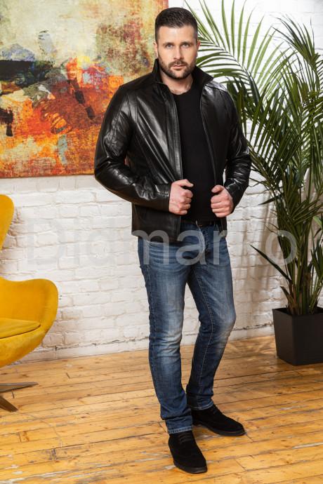 Короткая мужская кожаная куртка воротник стойка