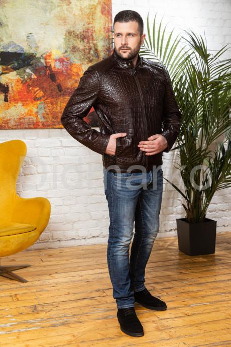 Мужская кожаная куртка коричневого цвета