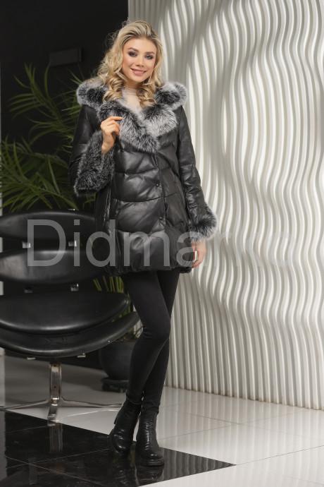 Молодежный кожаный пуховик черного цвета