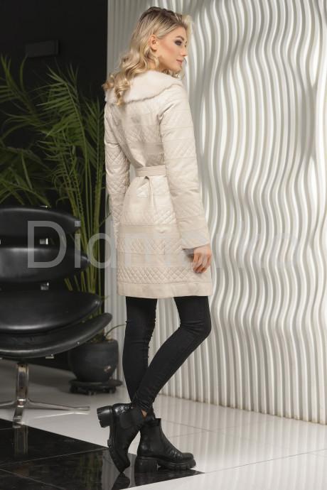 Стеганое пальто с мехом норки