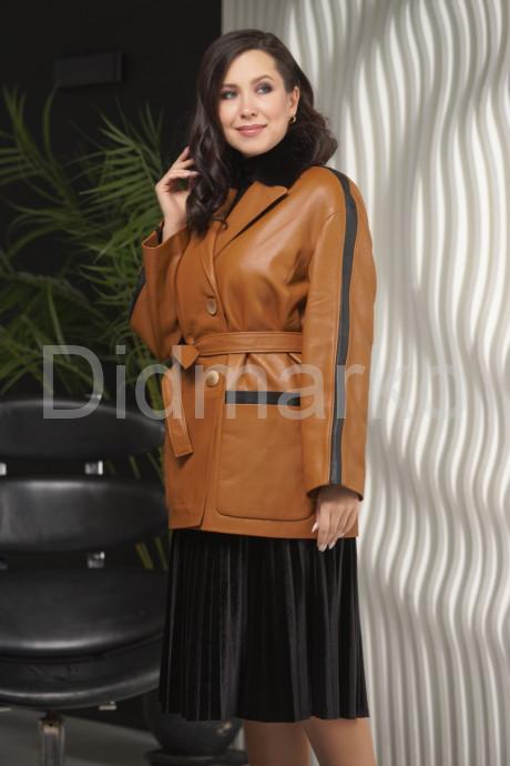 Стильный удлиненный пиджак с мехом норки
