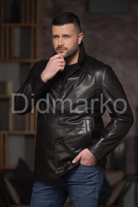 Классический мужской пиджак на пуговицах