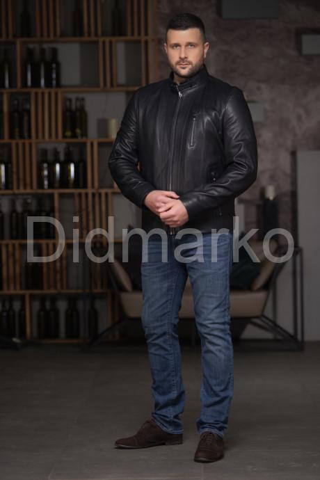 Короткая мужская кожаная куртка синего цвета
