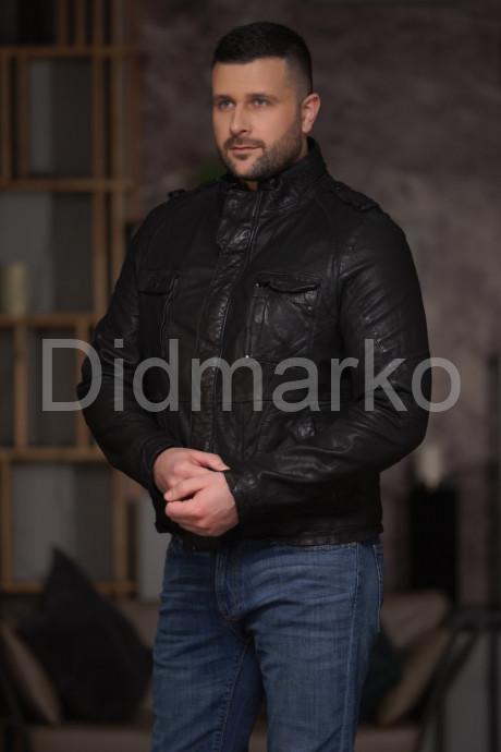 Короткая кожаная куртка в стиле милитари
