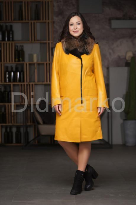 Яркое утепленное пальто