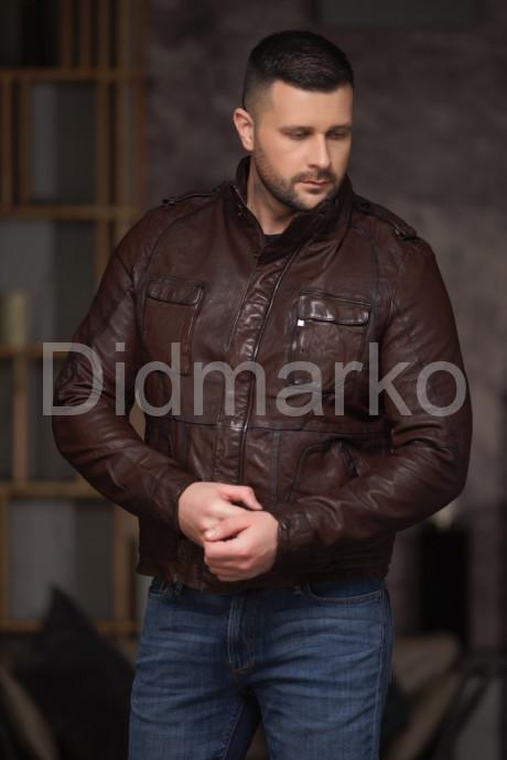 Необычная кожаная куртка в стиле милитари