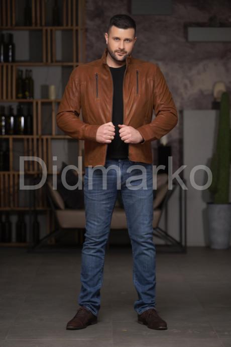 Мужская короткая кожаная куртка рыжего цвета