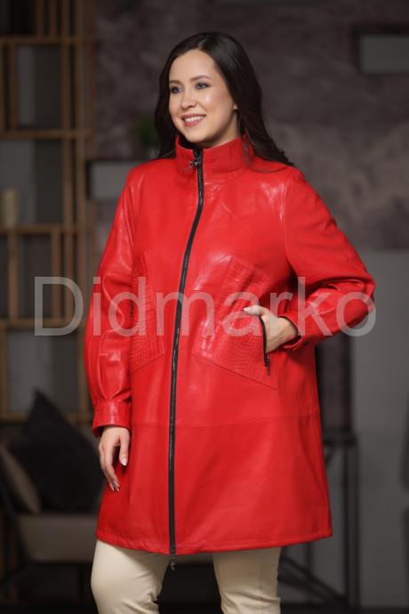 Купить Красный кожаный плащ с элементами под  кроко в Москве и Санкт-Петербурге