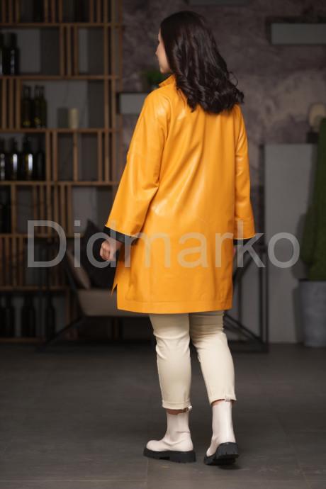Кожаный плащ в стиле бохо желтого цвета